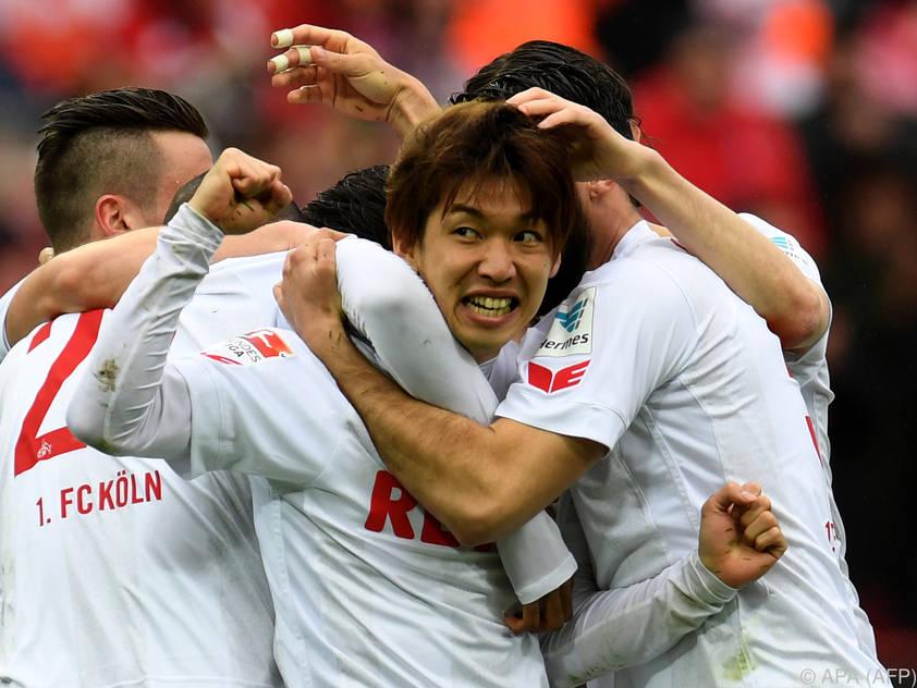 HSV siegt in Unterzahl 3:1 in Köln und ist Tabellenführer