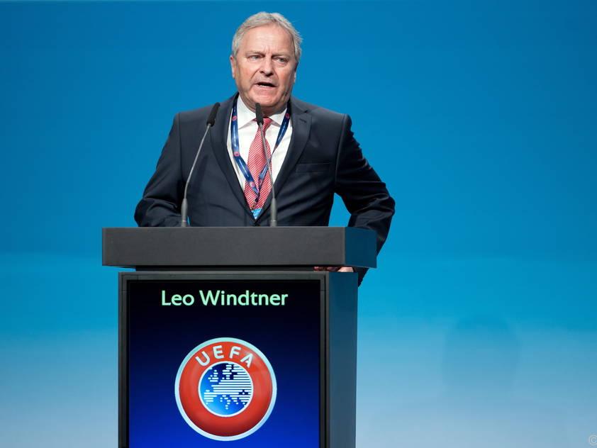 Leo Windtner bei seiner Rede beim UEFA-Kongress im März