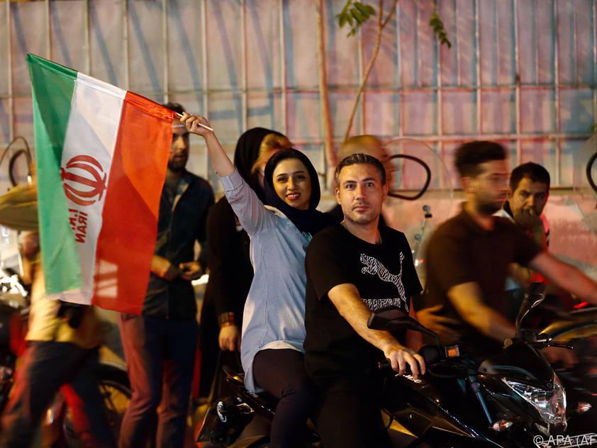 Auf den Straßen feierten auch viele Frauen die Quali