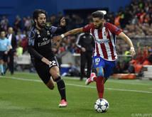 Reals Isco (links) gegen Atléticos Carrasco