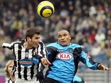Adrian Mutu (l) spielte von 2005 bis 2006 für Juventus Turin