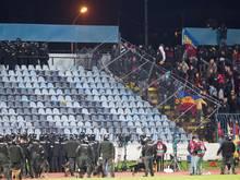 Die Polizei musste gegen Anhänger aus Prag vorgehen