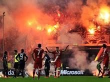 Hertha-Fans zünden beim Relegationsspiel gegen Fortuna Düsseldorf Pyrotechnik