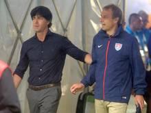 Bundestrainer Joachim Löw (l.) und US-Coach Jürgen Klinsmann sehen sich am 10. Juni in Köln wieder