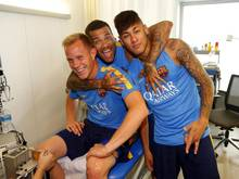 Die Stimmung bei ter Stegen, Dani Alves und Neymar (v.l.) war zuletzt ausgelassen