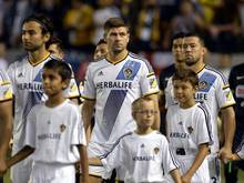 Steven Gerrard (M) spielt jetzt für Los Angeles Galaxy