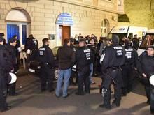 23 Polizisten wurden am Gelsenkirchener Hauptbahnhof durch S04-Anhänger verletzt.