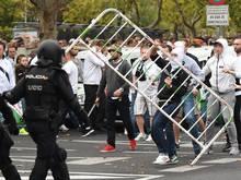 Randalierende Fans von Legia gerieten in Madrid mit der spanischen Polizei aneinander