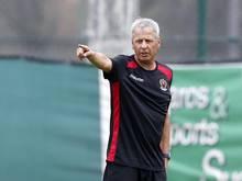 Für Trainer Lucien Favre läuft es mit OGC Nizza in der französischen Ligue 1 gut - nun geht es gegen Schalke