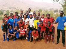 Rüdiger (oben in der Mitte) zu Besuch in Sierra Leone