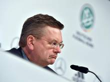 DFB-Präsident Reinhard Grindel muss sich weiter mit den Auswirkungen der WM-Affäre beschäftigen