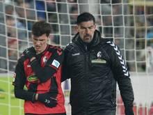 Bei einem Sturz auf die Schulter zog sich Freiburgs Pascal Stenzel eine schwerere Verletzung zu