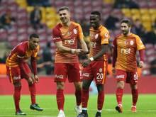 Lukas Podolski (2.v.l.) verabschiedet sich gen Japan