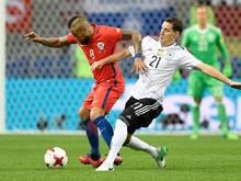 Sebastian Rudy (r.) und sein zukünftiger Bayern-Mitspieler Arturo Vidal