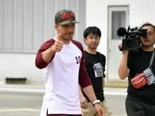 Lukas Podolski bei seiner Ankunft in Japan