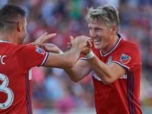 Bastian Schweinsteiger (r.) ist Kapitän der MLS-Allstars