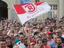 Der SSV Jahn Regensburg erwägt einen Kauf der Anteile von Investor Schober