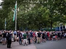 Zum Heimspiel-Auftakt von Hannover 96 müssen keine Fans draußen bleiben.