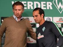 SVW-Sportchef Frank Baumann (l.) unterstützt Coach Alexander Nouri