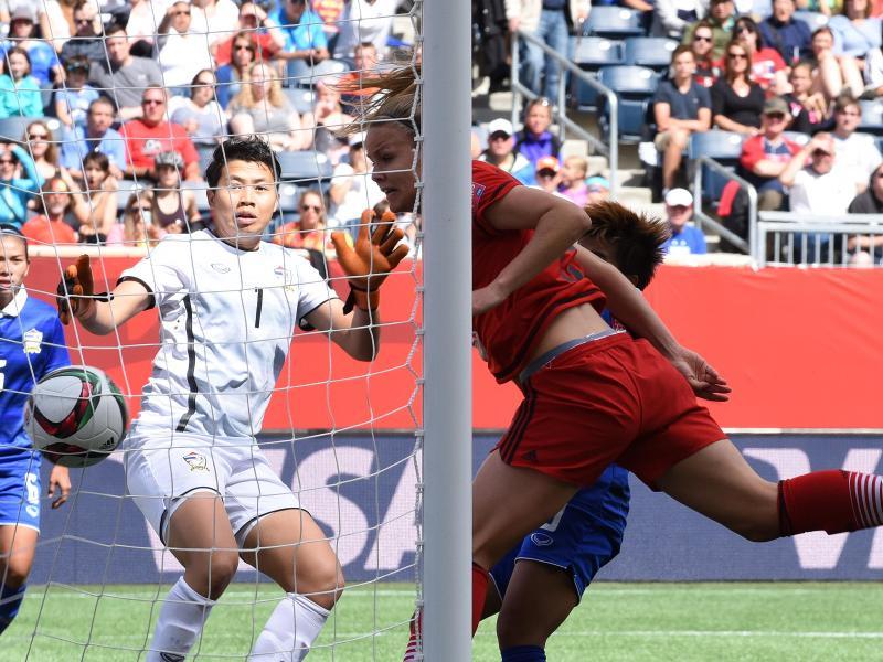 Lena Petermann (M.) traf gegen Thailand doppelt nach ihrer Einwechslung