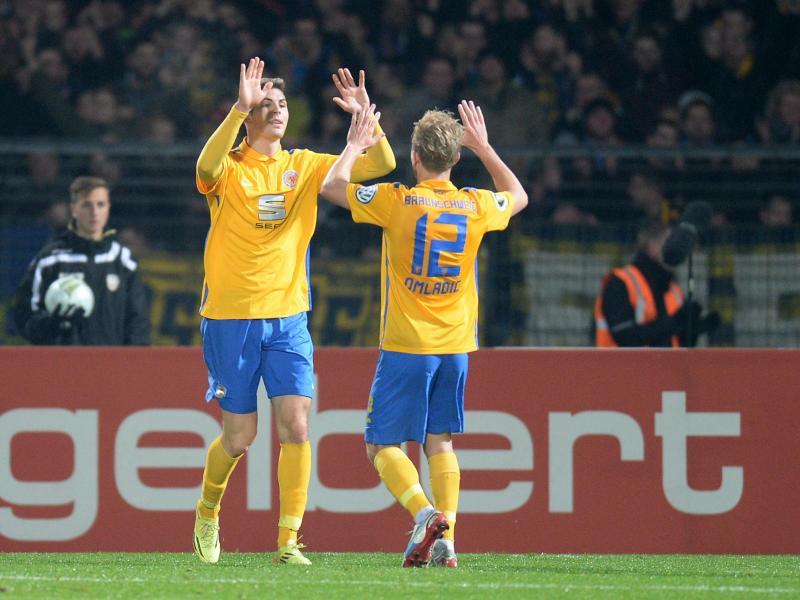 Torschütze Emil Berggreen hat mit Braunschweig das Achtelfinal-Ticket gebucht