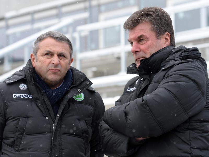 Keine rosigen Zeiten für Wolfsburgs Manager Klaus Allofs (l) und Trainer Dieter Hecking