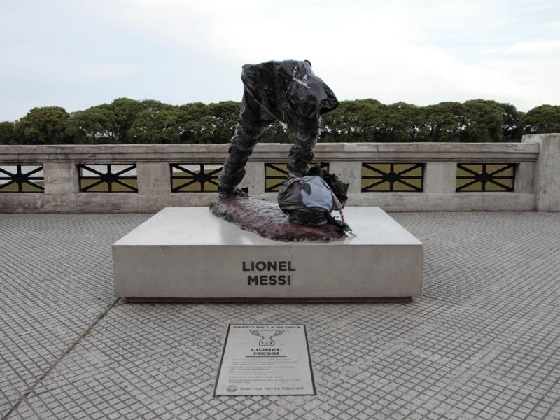 Die Messi-Statue von Lionel Messi in Buenos Aires wurde durch Vandalismus zerstört