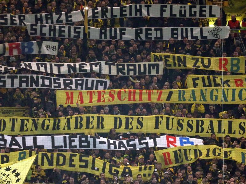 BVB-Anhänger hatten RB Leipzig auf Spruchbändern massiv beleidigt