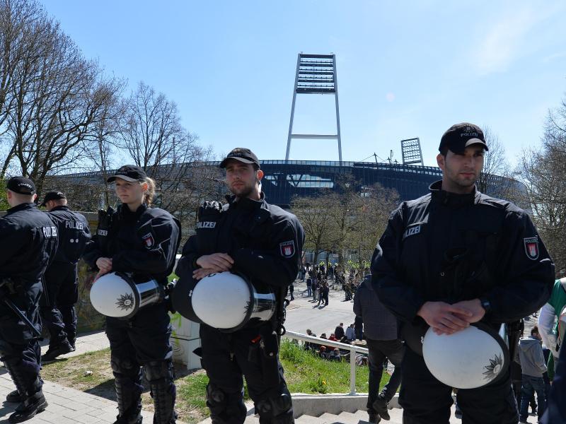 Polizeikosten: DFL und Bremen streiten vor Gericht