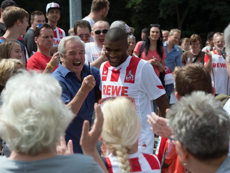 Anthony Modeste (m.) hat sich von den Fans in Köln verabschiedet