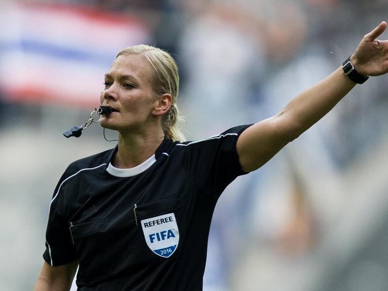 Wird am ersten keine Partie im Fußball-Oberhaus leiten: Schiedsrichterin Bibiana Steinhaus.