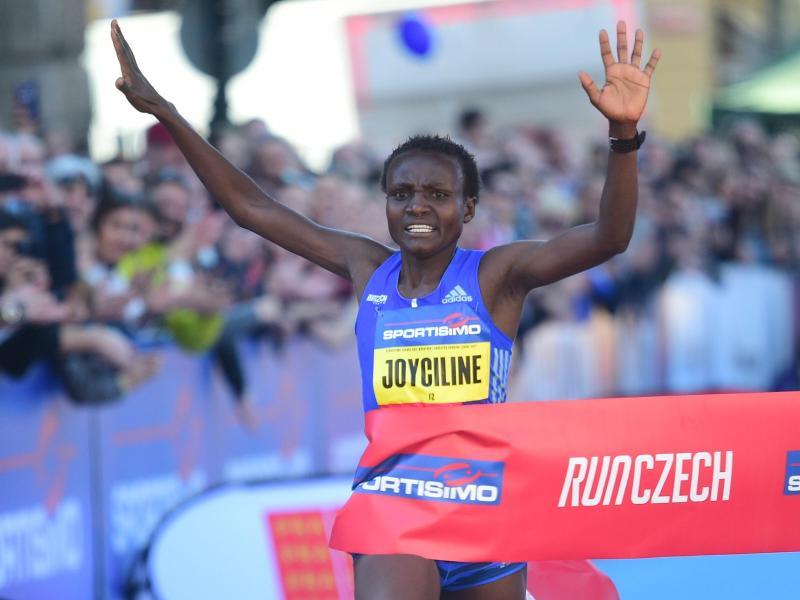 Joyciline Jepkosgei lief 10-Kilometer-Strecke in unter einer halben Stunde
