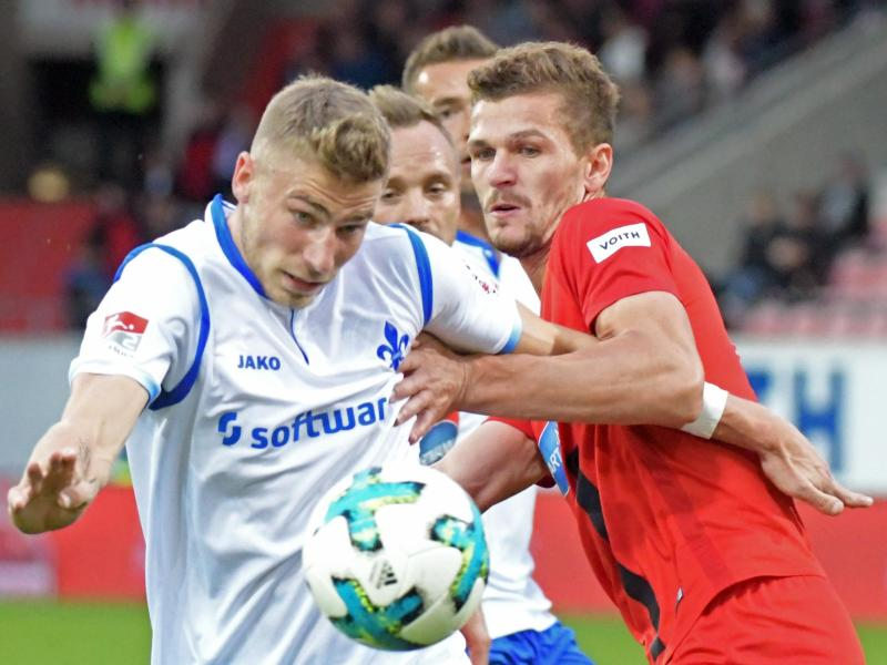 Felix Platte (l.) wird Darmstadt gegen Dresden fehlen