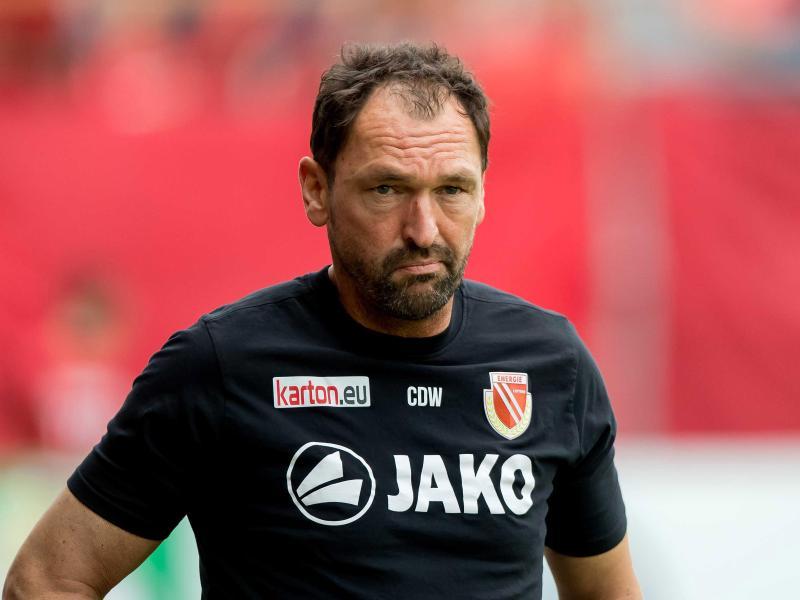 Angesäuert: Energie-Trainer Claus-Dieter Wollitz