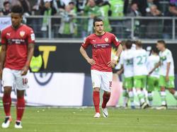Kein Wiedersehen: Filip Kostić (M.) wechselt nicht nach Wolfsburg