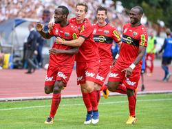 Nicolas Ngamaleu (l.) leitete den 3:0-Auswärtssieg per Traumtor ein