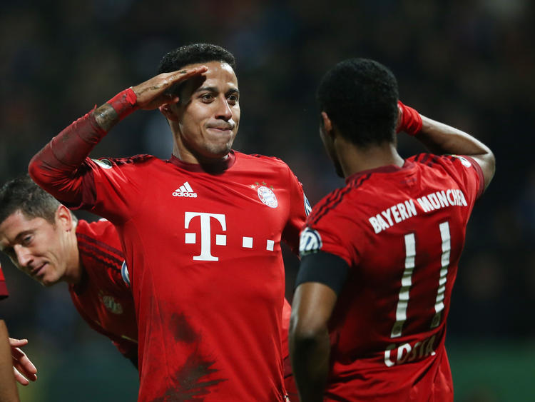 Salut! Thiago (l.) gelingt das 2:0 in Bochum