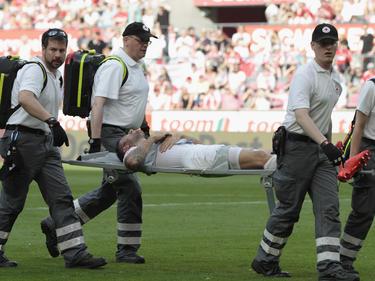 Dominic Maroh musste gegen Darmstadt vom Platz getragen werden