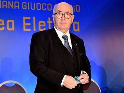 Der umstrittene Carlo Tavecchio bleibt Präsident des FIGC