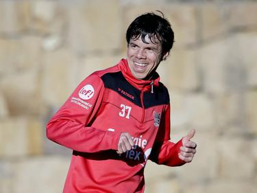 Jeffrey Leiwakabessy kan lachen tijdens het trainingskamp van NEC Nijmegen in Spanje (05-01-2017).