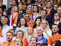 Koning Willem Alexander en Koningin Maxima te midden van de Oranje-fans tijdens de openingswedstrijd van WEURO 2017. (16-07-2017)