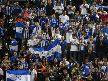 Imagen de la hinchada hondureña en un partido ante México. (Foto: Getty)