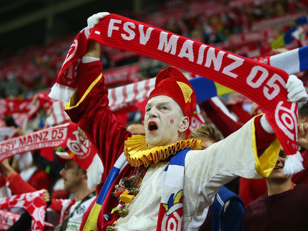 Die Mainzer bejubeln ihren Torschützen Yunus Mallı im Spiel gegen RSC Anderlecht (20.10.16).