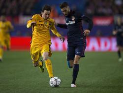 Lionel Messi (l.) drückt Atlético die Daumen
