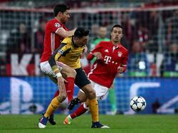 Mesut Özil (M.) bezeichnet die Bayern-Pleiten immer noch als schmachvoll
