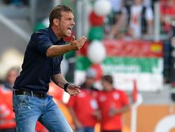 Augsburgs Trainer Markus Weinzierl darf sich auf attraktive Gegner freuen