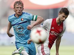 Joël Veltman wint het duel van Dirk Kuyt. (02-04-2017)