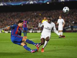 Blaise Matuidi (r.) im Duell mit Luis Suárez vom FC Barcelona