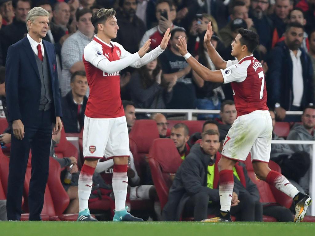 Mesut Ozil entra en lugar de Alexis Sánchez en un duelo ante el WBA. (Foto: Getty)