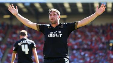 Grant Holt viert doelpunt tegen Barnsley. (03-08-2013)